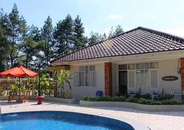 Best Price on Taman Safari Lodge in Puncak + Reviews